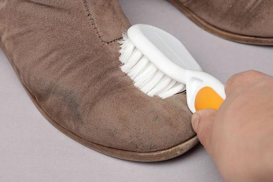 почистить замшевую обувь