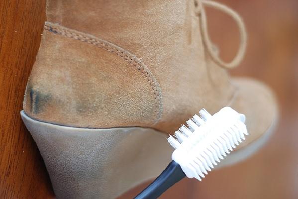 Как дома почистить замшевую обувь