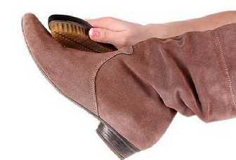 Как почистить замшевую обувь