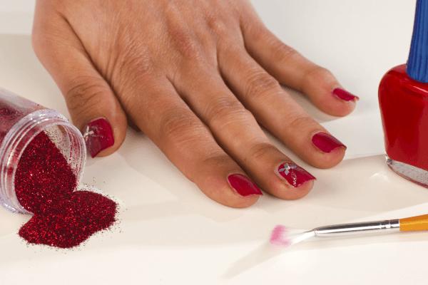 Как снимать гель-лак с ногтей