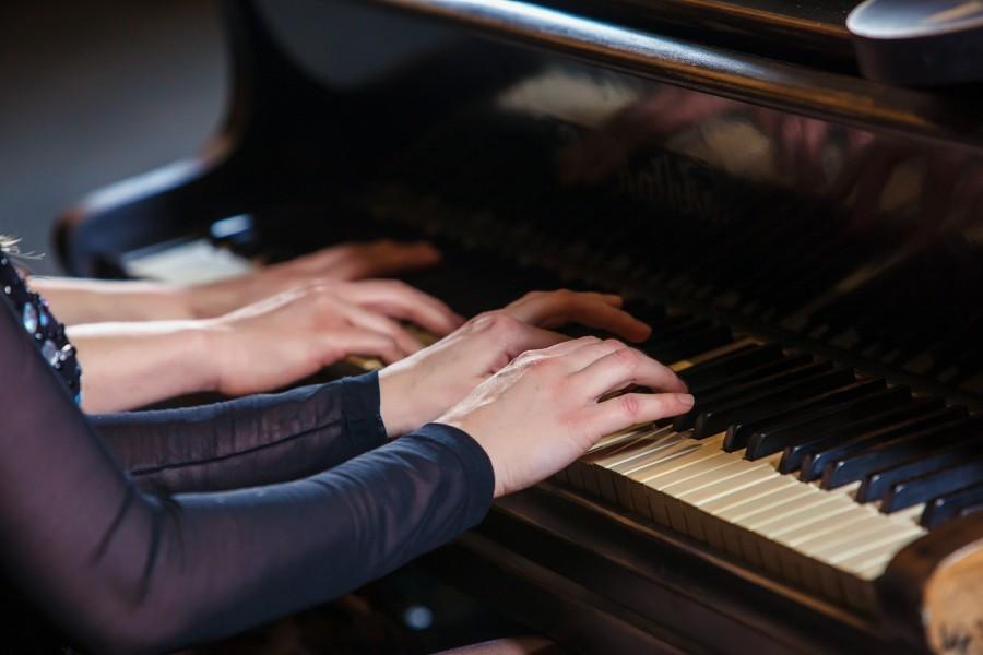 очень пошлые видео как учили девушку играть на пианино мои начали